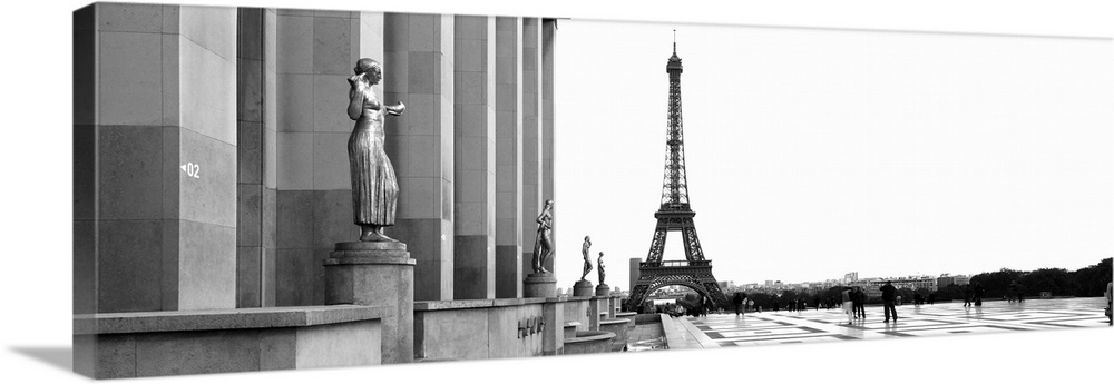 Solid-Faced Canvas drucken wand kunst entitled Statues at a palace with a tower in