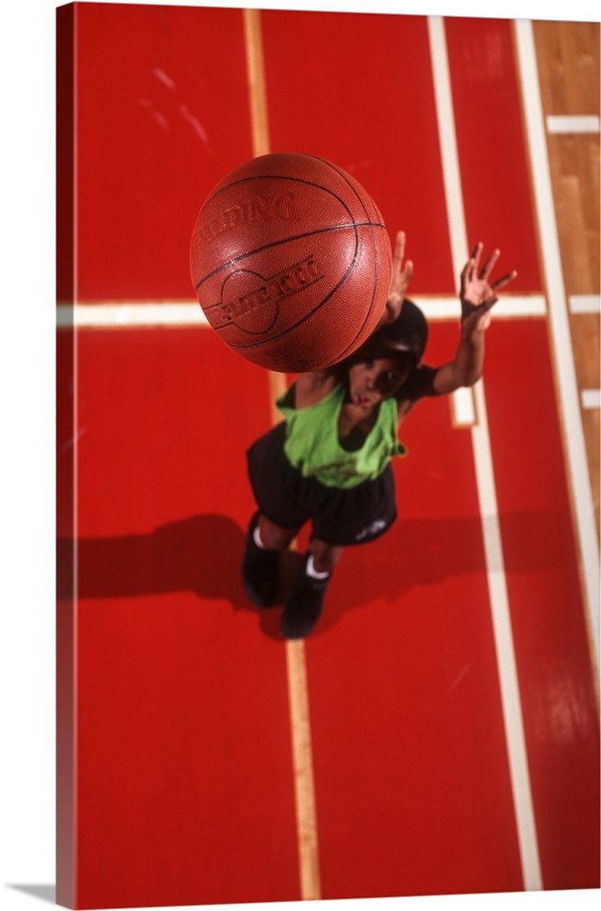 Canvas Kunst Drucken  Young boy playing basketball in the gym